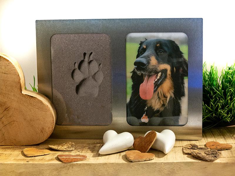 Photo-Pfoten Rahem aus Edelstahl mit Abdruck einer Hundepfote und einem Photo