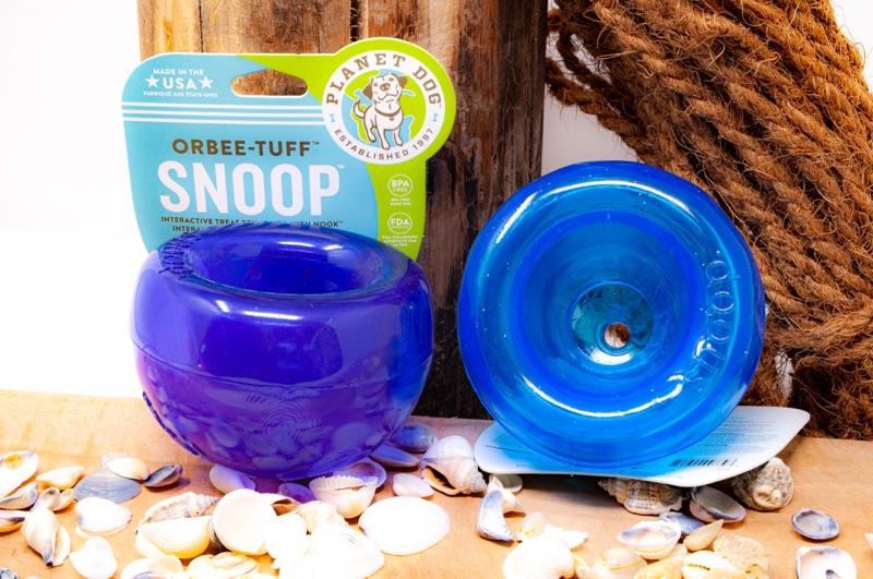 Der Snoop mini vor dekorativem Hintergrund