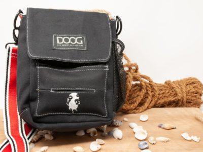 Dog Hunde Tasche vor dekorativem Hintergrund