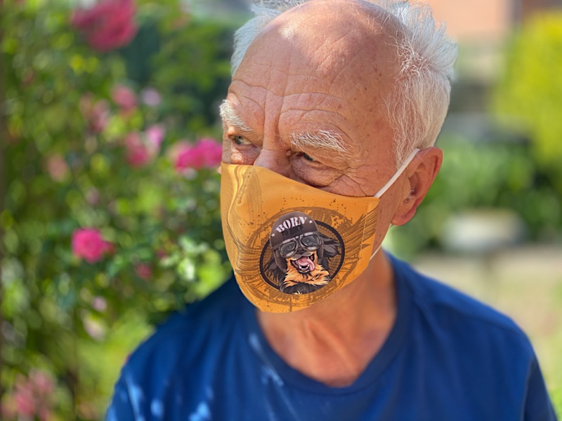 Mund- und Nasen- Maske Hovawart in der Anwendung