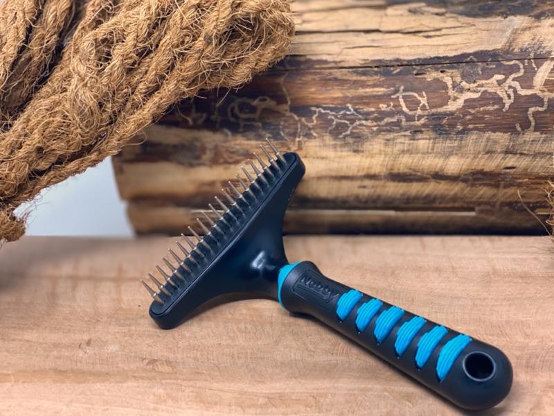 sanft und schonend altes Fell entfernen beim Hovawart