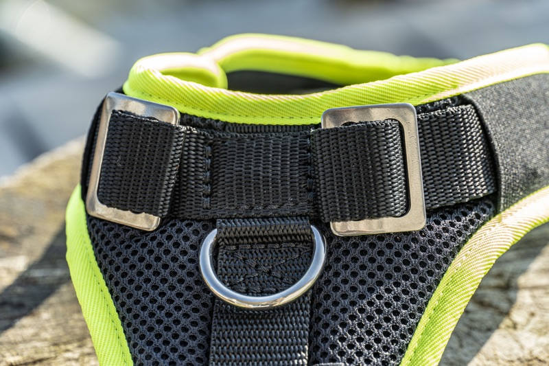 Mitwachsendes Hundegeschirr mit Brustring und Haltegriff sowie zwei Ringen auf dem Rücken